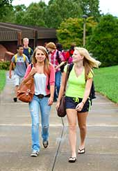 WPCC Students walk between classes