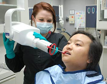 Photo of a WPCC student taking an x-ray of a patient in the WPCC Dental Laboratory